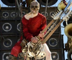 Самый зажигающий гитарист вернется в сиквелах «Дороги ярости»