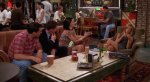 СМИ объяснили вечно свободный столик в кофейне из сериала «Друзья». - Изображение 4