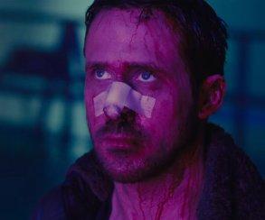 Неон, взрывы, хмурый Гослинг. Новый трейлер «Бегущего полезвию 2049»