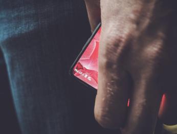 Создатель Android тизерит безрамочный смартфон
