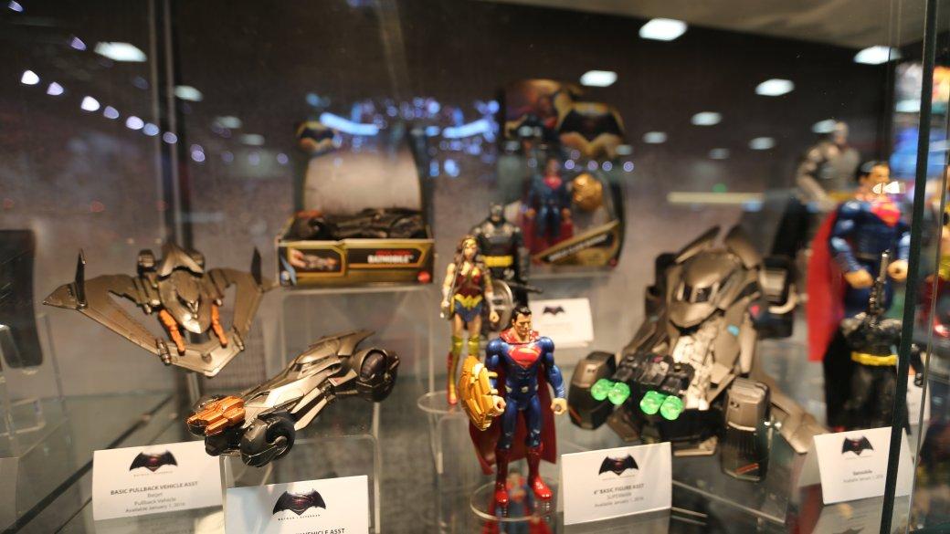 Костюмы, гаджеты и фигурки Бэтмена на Comic-Con 2015 - Изображение 35