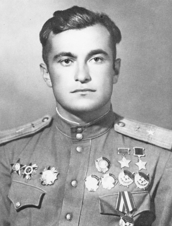 Летим, ковыляя во мгле: 5 великих советских летчиков. - Изображение 8