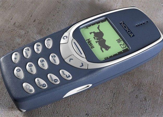 Жители России поведали о собственных первых мобильных телефонах