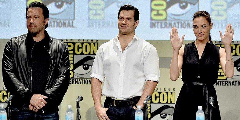 Костюмы, гаджеты и фигурки Бэтмена на Comic-Con 2015 - Изображение 1