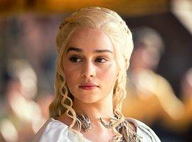 Эмилия Кларк рассказала, насколько тяжело было сниматься голой в«Игре престолов»