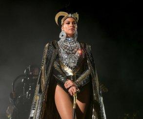 Слезы и мурашки: Бейонсе поразила зрителей фестиваля Coachella фееричным выступлением