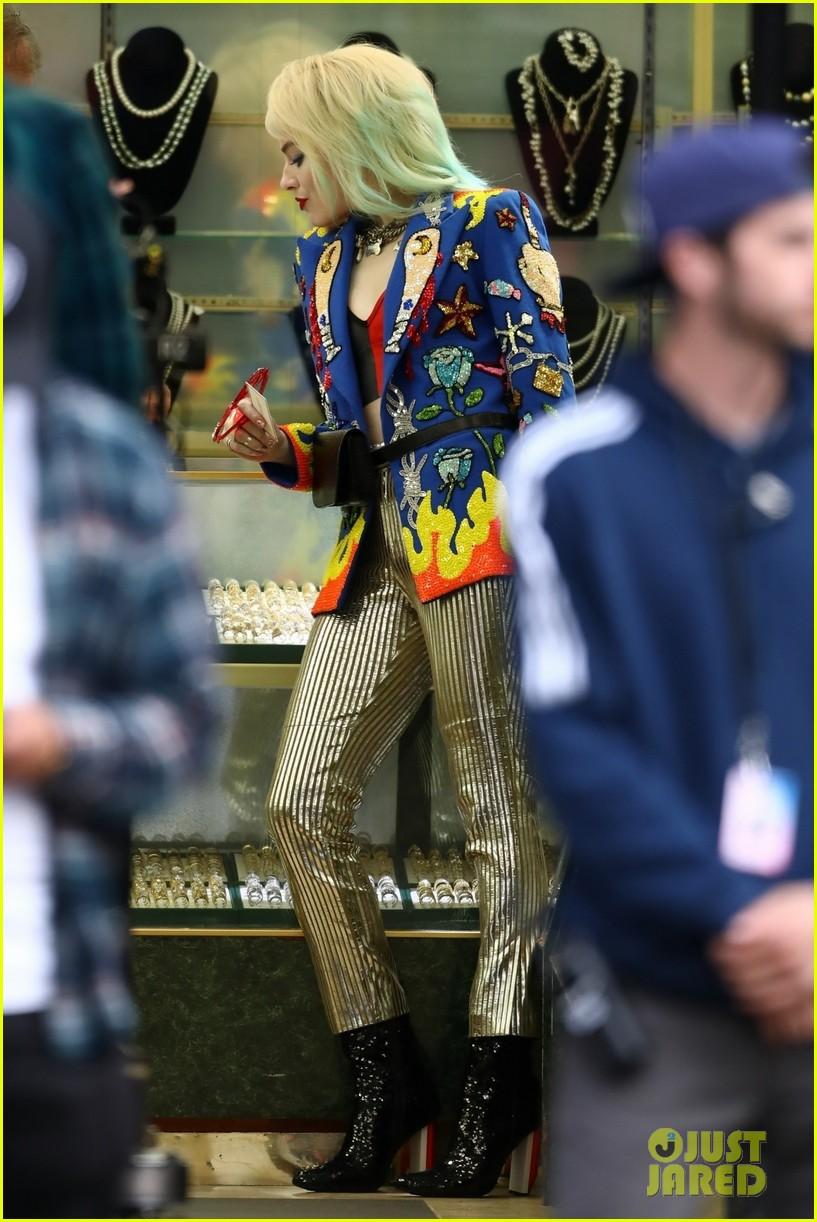 Харли Квинн вярком костюме нановых фото сосъемок «Хищных птиц»   Канобу - Изображение 389