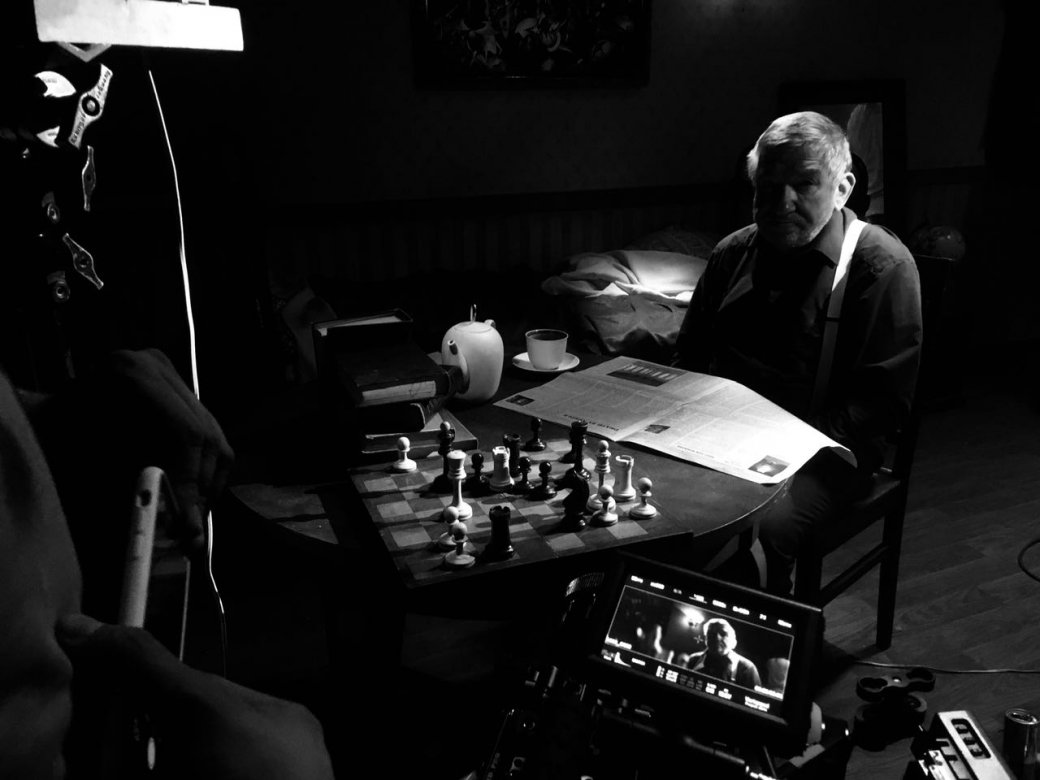 Создатели короткометражки по Papers, Please экранизируют российскую игру-антиутопию Beholder | Канобу - Изображение 1