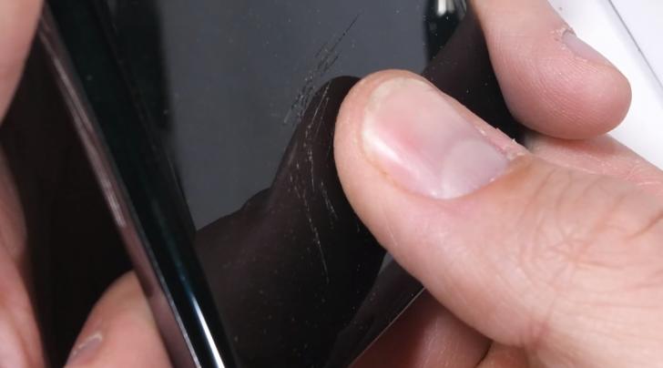 Дешевые защитные пленки для смартфонов путают подэкранные сканеры отпечатков пальцев. Берегитесь!