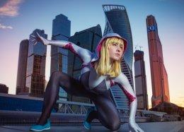 Женщина-паук Гвен Стейси спешит напомощь вновом невероятном косплее