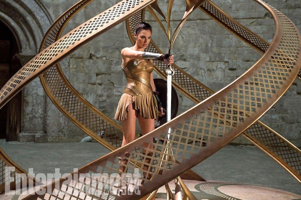 Галь Гадот крадет меч амазонок на новом фото «Чудо-женщины»  | Канобу - Изображение 3945