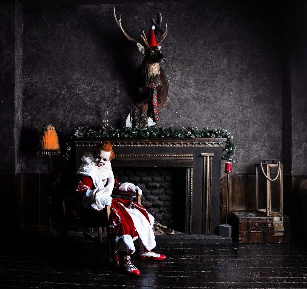 Самый жуткий новогодний косплей дня: клоун Пеннивайз изфильма «Оно» меняет имидж. - Изображение 2