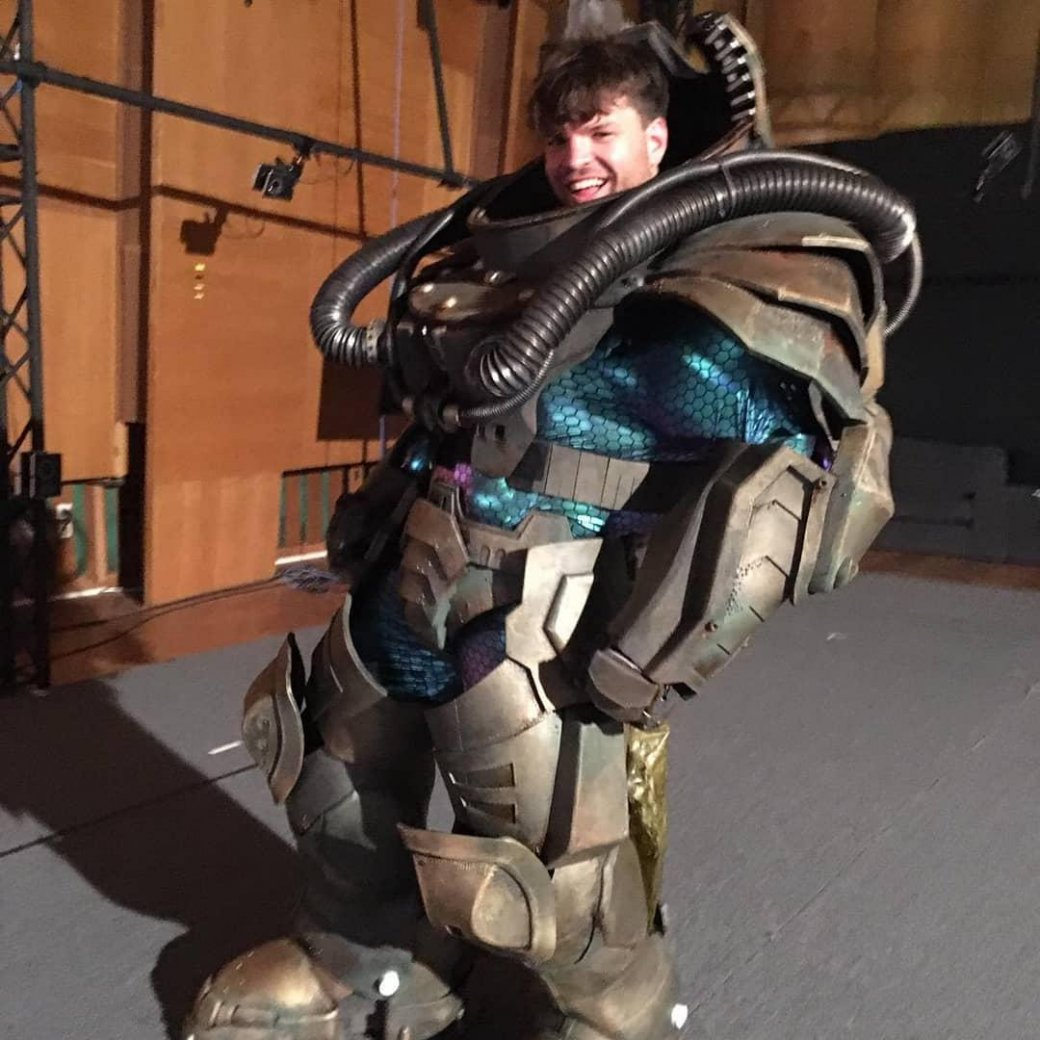 Клинки, крутые позы имеханический костюм— фото сосъемок Kung Fury2 | Канобу - Изображение 479