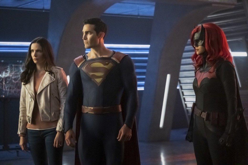 Супергерои собрались вместе на новых кадрах из «Кризиса на Бесконечных Землях»   Канобу - Изображение 4169